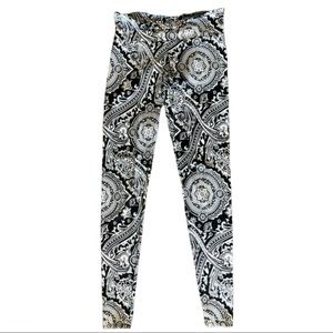 Onzie Black & White Paisley Active Leggings XS
